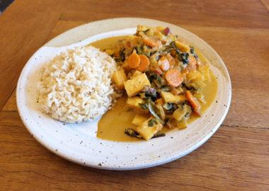 Nachhaltig lecker: Mangold-Ananas-Curry
